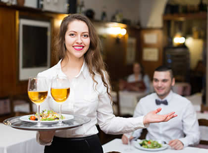Top 4 des qualités dont vous avez besoin pour être un bon serveur